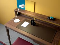 巧妙设计的可收纳办公桌