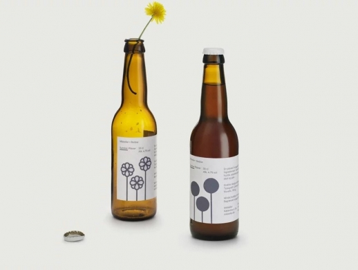 一套清新极简风格的啤酒瓶贴设计