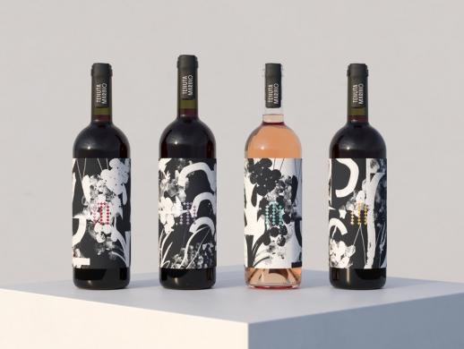 水墨画风格葡萄酒酒标设计